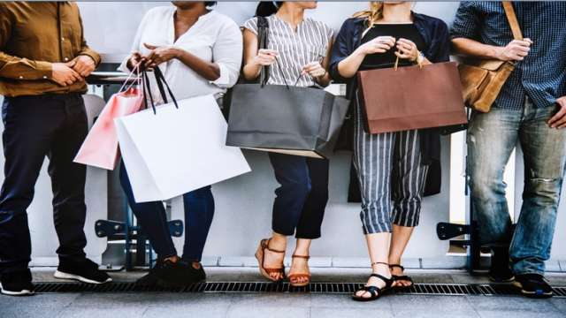 Η καταναλωτική μανία καταστρέφει τους εφήβους